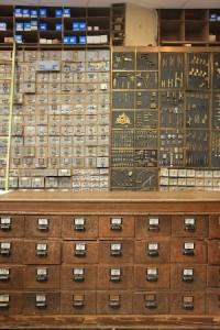 Au progr s quincaillerie conception carte lectronique cours - Quincaillerie ancienne meuble ...