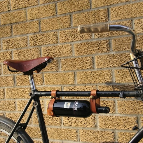 nectars-magazine-alcool-vin-porte-bouteille-cuir-laiton-bicyclette-velo-jesse-herbert-cadre-2