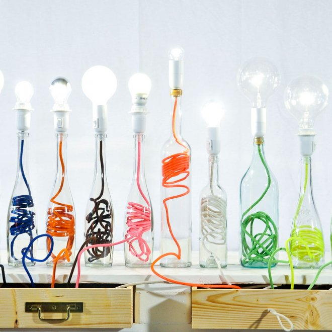 Recycler des bouteilles en verre dans le jardin caroline for Lampe pied en verre