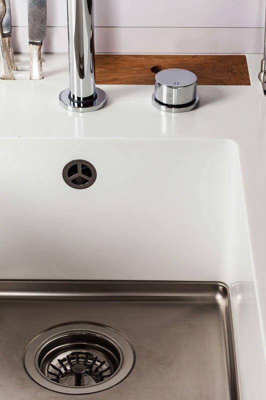 dc3a9tail-des-finitions-cuisine-haut-de-gamme-francaise-pour-bureaux-et-studios-maminicuisine