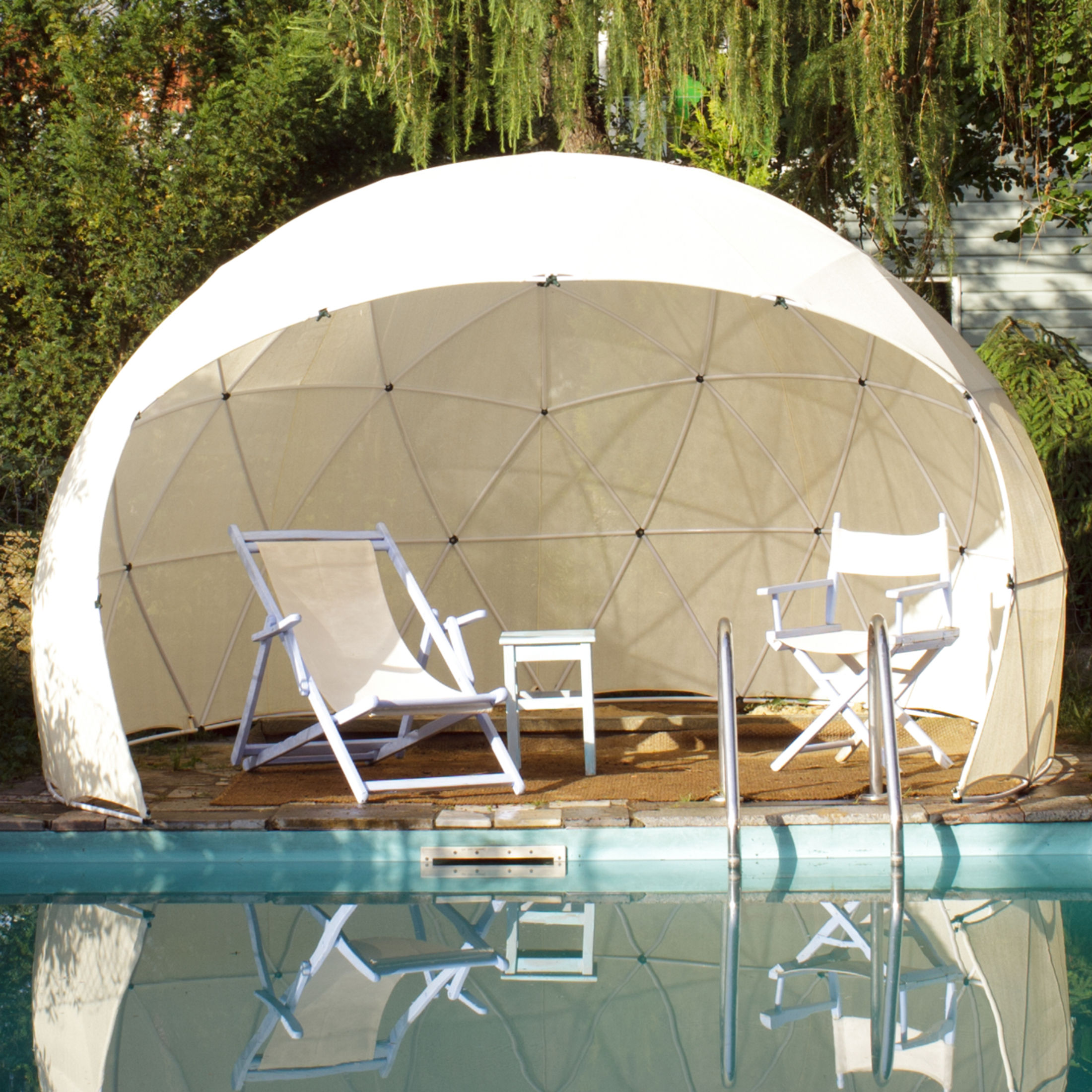 un igloo de jardin caroline munoz. Black Bedroom Furniture Sets. Home Design Ideas